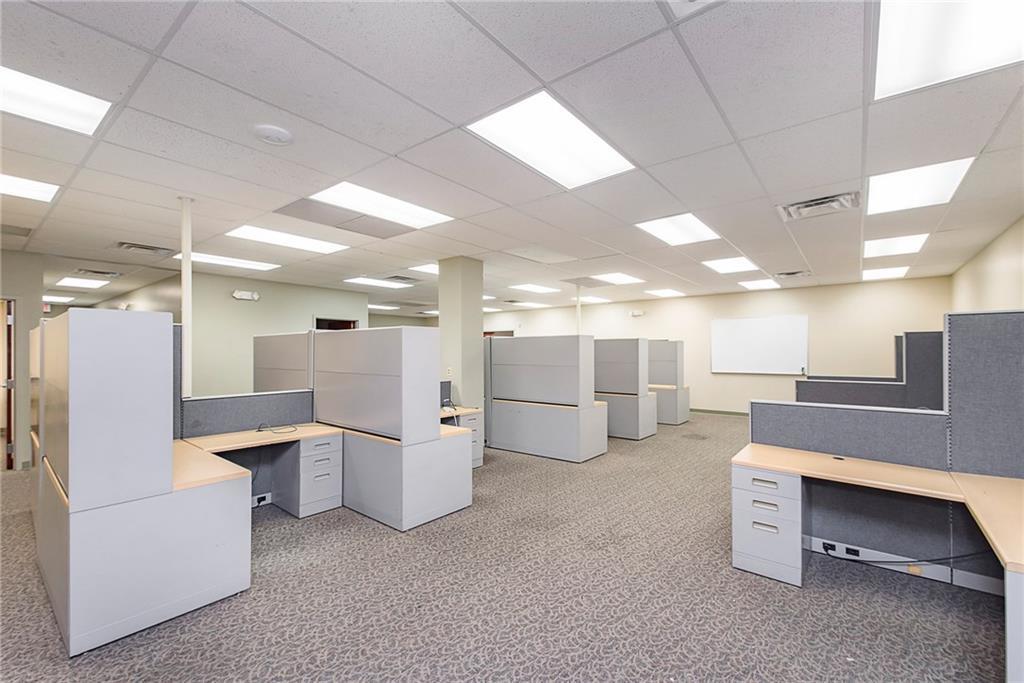 3960 Southeastern Avenue MLS 21581254 Empty photo 8