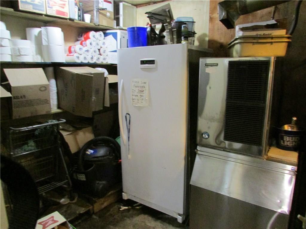 7941 E 30th Street MLS 21610423 Empty photo 33