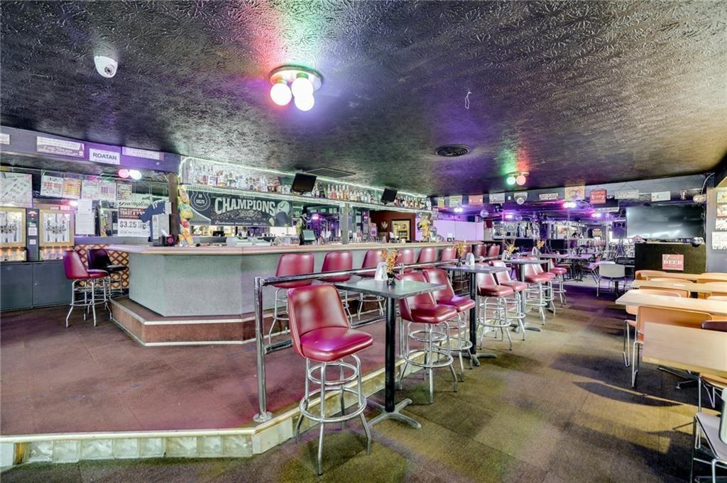 1868 Lafayette Road MLS 21691404 Empty photo 2