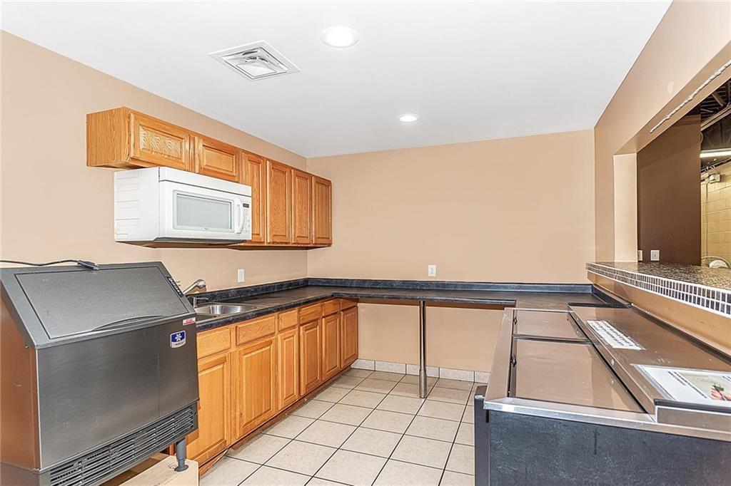 4801 N Shadeland Avenue MLS 21702916 Empty photo 9
