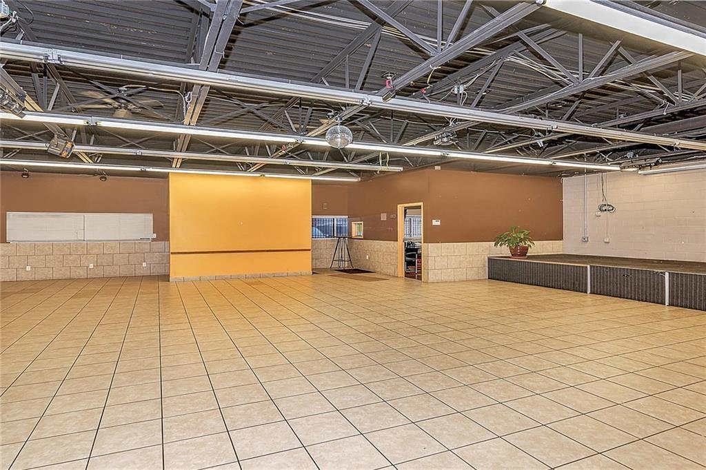 4801 N Shadeland Avenue MLS 21702916 Empty photo 4