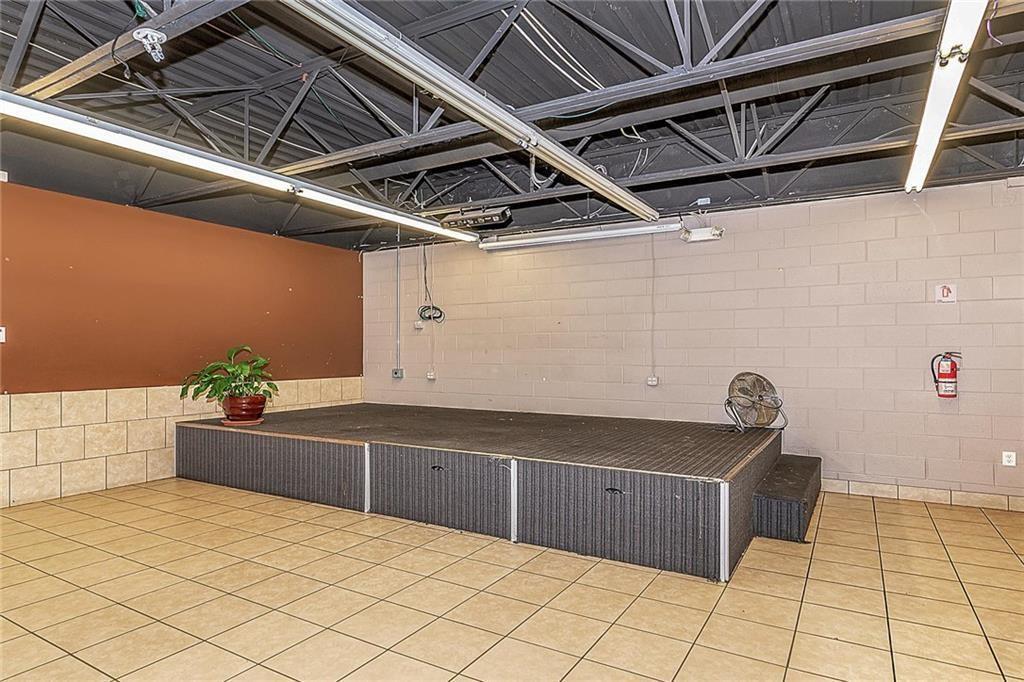 4801 N Shadeland Avenue MLS 21702916 Empty photo 5