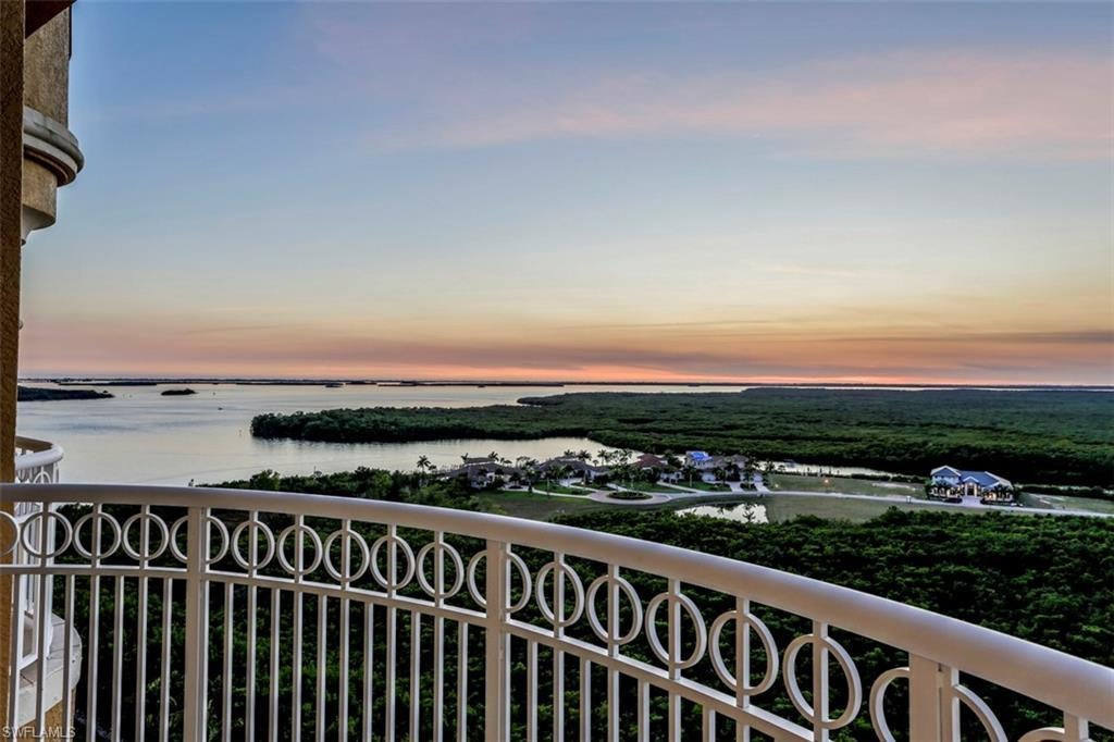 SW Florida Real Estate - View SW FL MLS #219011179 at 6081 Silver King Blvd 1202 in TARPON POINT MARINA in CAPE CORAL, FL - 33914
