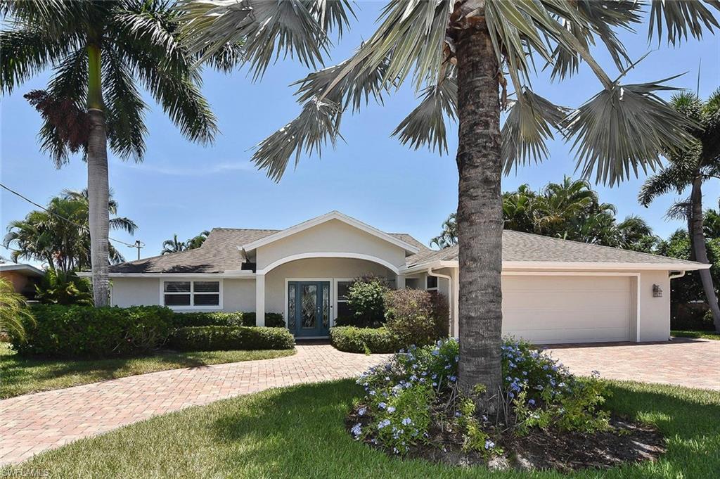 SIESTA ISLES Real Estate - View SW FL MLS #219025208 at 18148 Cutlass Dr in SIESTA ISLES in FORT MYERS BEACH, FL - 33931