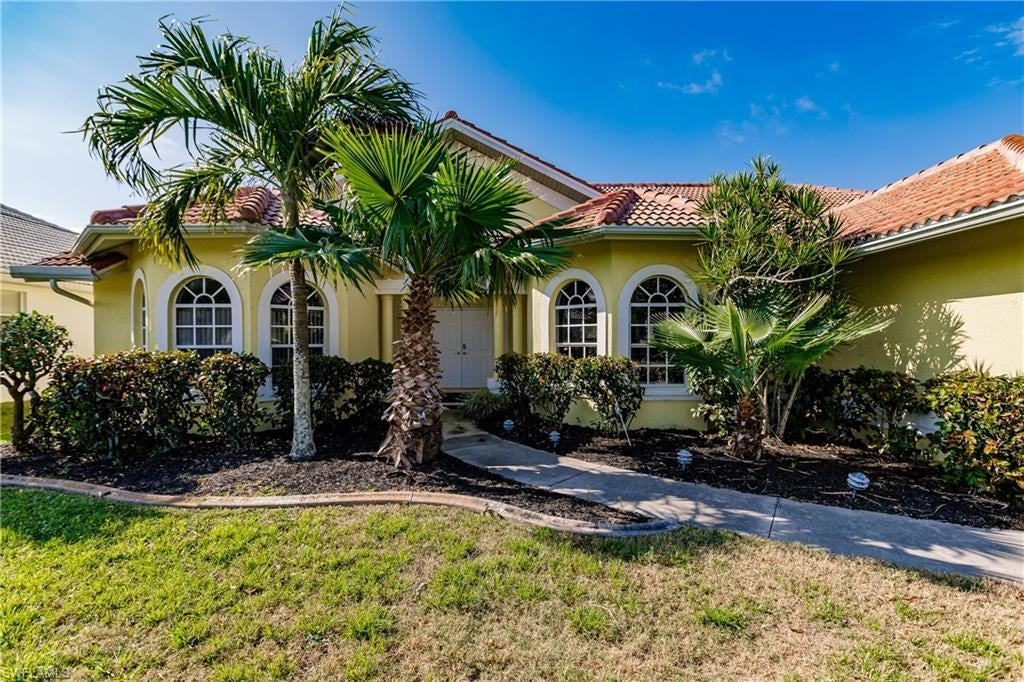 SW Florida Home for Sale - View SW FL MLS Listing #219030185 at 2614 Sw 39th Ter in CAPE CORAL, FL - 33914