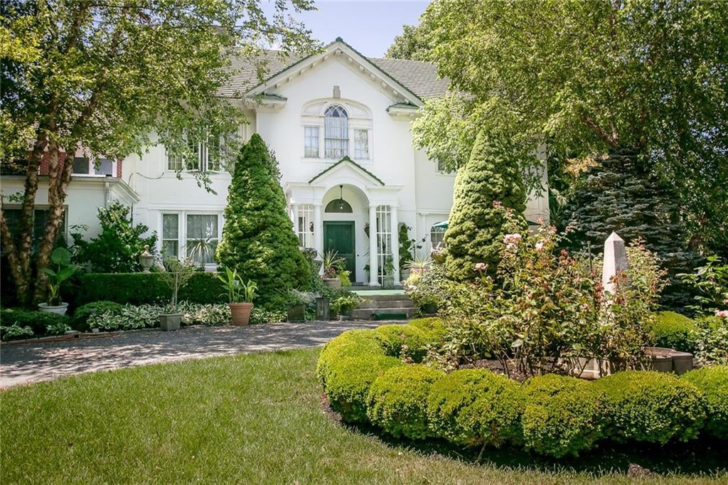 Colonial Style Homes For Sale