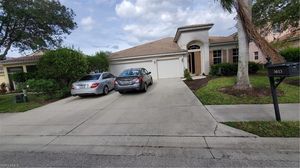CORAL LAKES Home for Sale - View SW FL MLS #219070793 at 3013 Lake Butler Ct in CORAL LAKES in CAPE CORAL, FL - 33909