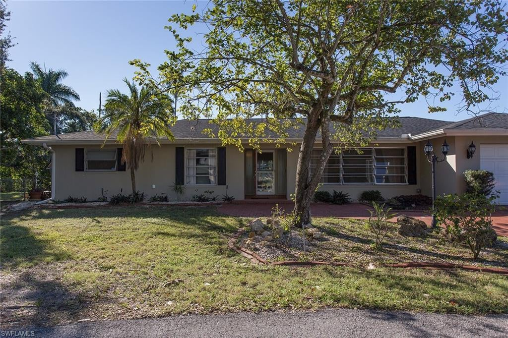 SW Florida Home for Sale - View SW FL MLS Listing #219084174 at 1040 Edgemere Dr in FORT MYERS, FL - 33919