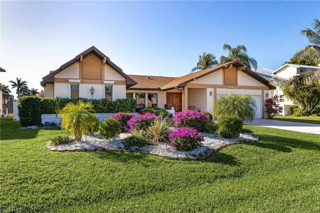 CAPE CORAL Home for Sale - View SW FL MLS #220001411 at 1528 Sw 52nd Ln in CAPE CORAL in CAPE CORAL, FL - 33914