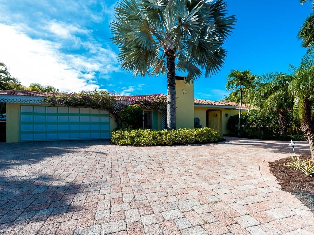 SANIBEL Real Estate - View SW FL MLS #220002828 at 9421 Moonlight Dr in GUMBO LIMBO at GUMBO LIMBO