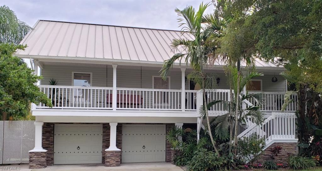 HENDRY CREEK Real Estate - View SW FL MLS #220008525 at 7215 Hendry Creek Dr in HENDRY CREEK in FORT MYERS, FL - 33908