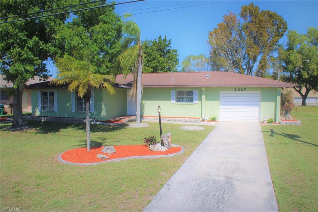 CAPE CORAL Home for Sale - View SW FL MLS #220011009 at 2227 Everest Pky in CAPE CORAL in CAPE CORAL, FL - 33904