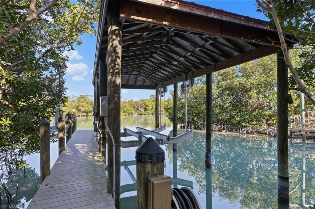 SW Florida Home for Sale - View SW FL MLS Listing #220015947 at 16813 Captiva Dr in CAPTIVA, FL - 33924