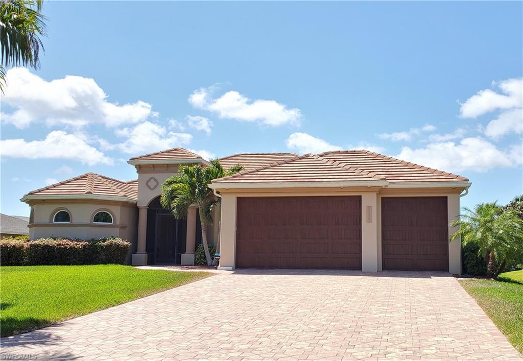 CAPE ROYAL Real Estate - View SW FL MLS #220023626 at 11302 Royal Tee Cir in CAPE ROYAL in CAPE CORAL, FL - 33991
