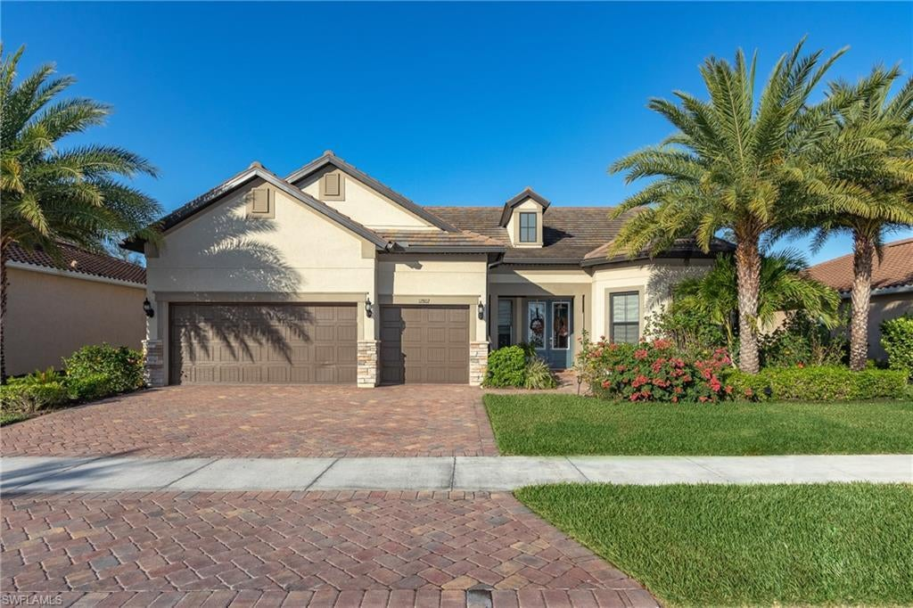 SOMERSET Home for Sale - View SW FL MLS #220028414 at 12802 Chadsford Cir in THE PLANTATION in FORT MYERS, FL - 33913