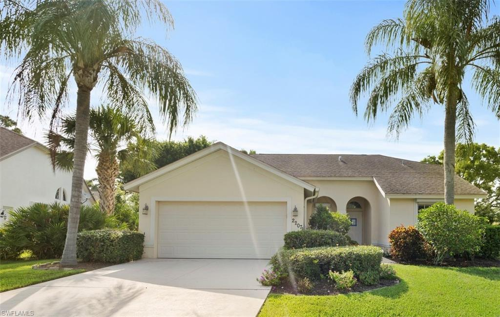 SW Florida Real Estate - View SW FL MLS #220033102 at 22071 W Tree Dr in FOUNTAIN LAKES in ESTERO, FL - 33928