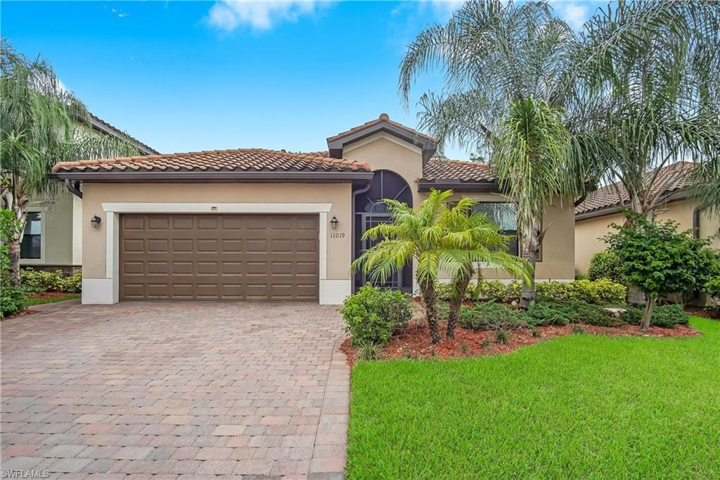 SW Florida Home for Sale - View SW FL MLS Listing #220034453 at 11019 Cherry Laurel Dr in FORT MYERS, FL - 33912