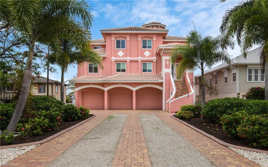 SW Florida Home for Sale - View SW FL MLS Listing #220035399 at 753 San Carlos Dr in FORT MYERS BEACH, FL - 33931