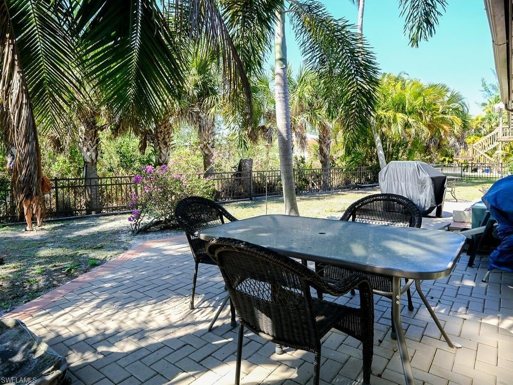 SW Florida Home for Sale - View SW FL MLS Listing #220038230 at 799 Casa Ybel Rd in SANIBEL, FL - 33957