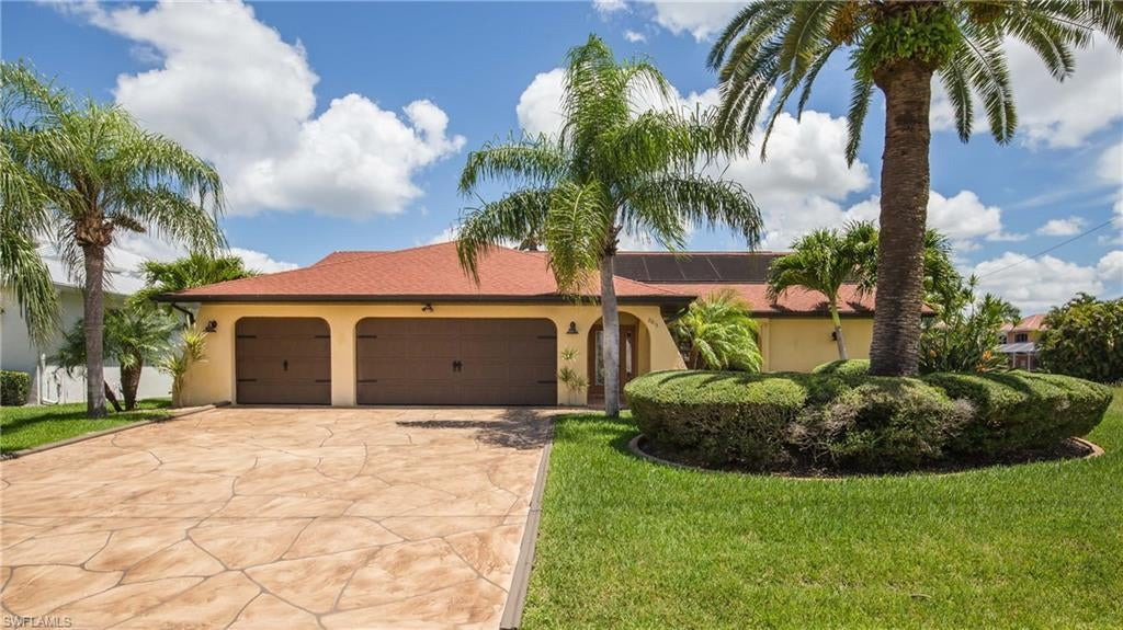 SW Florida Home for Sale - View SW FL MLS Listing #220039620 at 2813 Sw 50th Ter in CAPE CORAL, FL - 33914