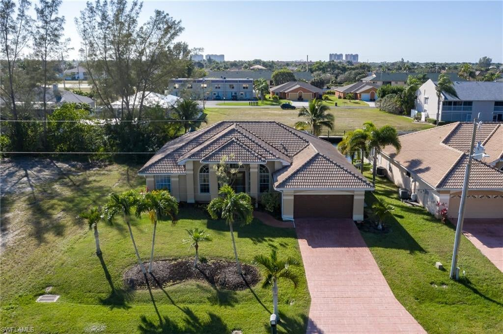 CAPE CORAL Real Estate - View SW FL MLS #220040583 at 1416 Sw 47th St in CAPE CORAL at CAPE CORAL
