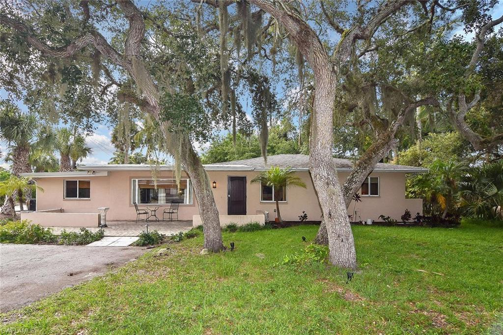 SW Florida Home for Sale - View SW FL MLS Listing #220042630 at 206 Connecticut St in FORT MYERS BEACH, FL - 33931