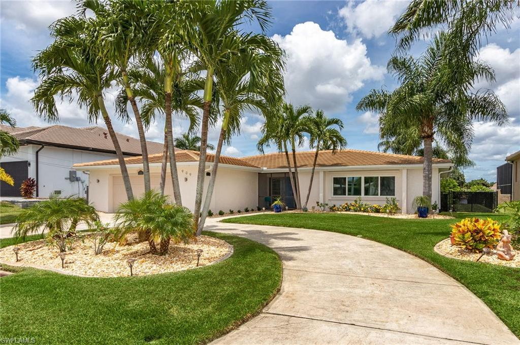 CAPE CORAL Home for Sale - View SW FL MLS #220045720 at 909 Dolphin Dr in CAPE CORAL in CAPE CORAL, FL - 33904