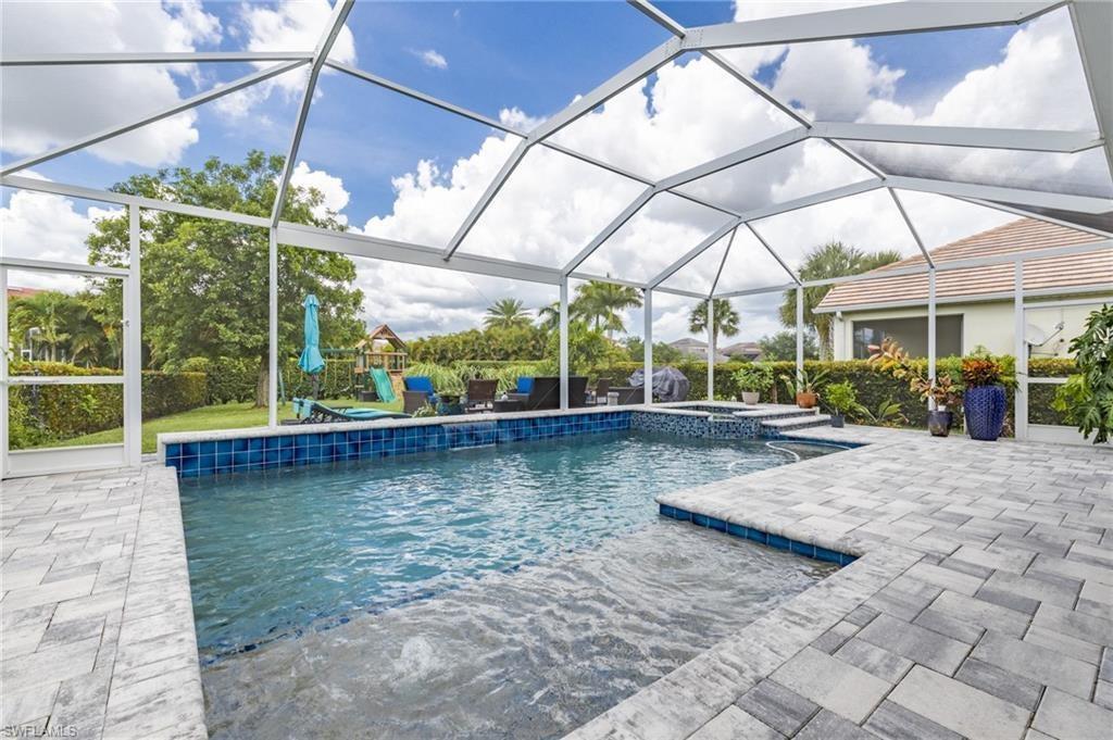 SW Florida Real Estate - View SW FL MLS #220046330 at 2677 Bellingham Ct in SANDOVAL in CAPE CORAL, FL - 33991