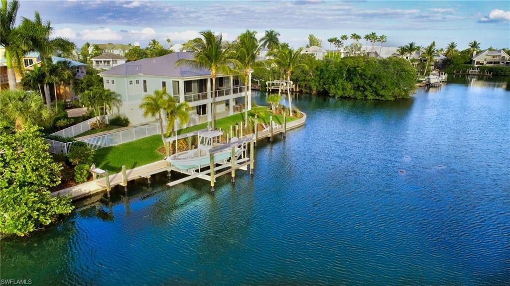 SW Florida Home for Sale - View SW FL MLS Listing #220055008 at 1717 Jewel Box Dr in SANIBEL, FL - 33957