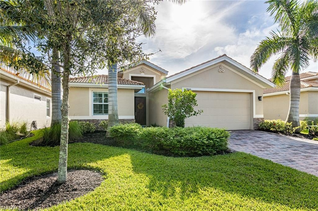 MOODY RIVER ESTATES Home for Sale - View SW FL MLS #220064897 at 13044 Blue Jasmine Dr in MOODY RIVER ESTATES in NORTH FORT MYERS, FL - 33903