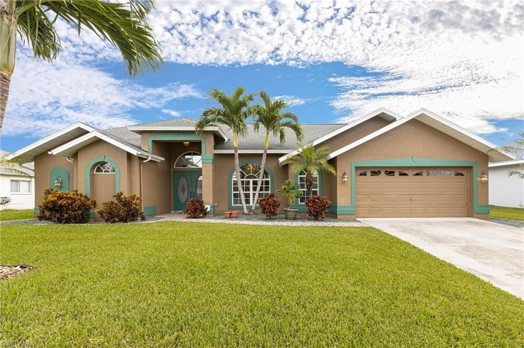 SW Florida Home for Sale - View SW FL MLS Listing #220067321 at 821 Sw 4th Pl in CAPE CORAL, FL - 33991