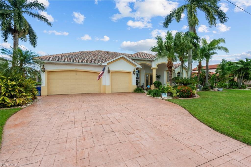 CAPE CORAL Real Estate - View SW FL MLS #220070782 at 2719 Se 24th Pl in CAPE CORAL at CAPE CORAL